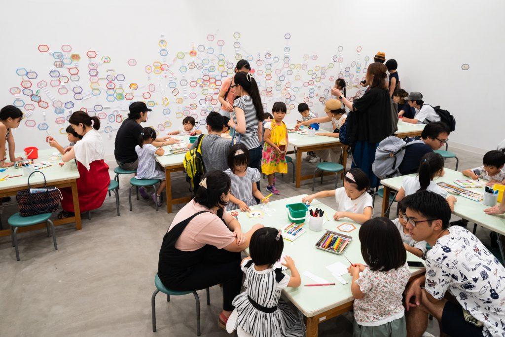 サムネイル画像:いわいとしお『100かいだてのいえ』展、自由参加ワークショップ